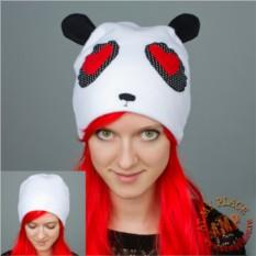 Белая шапка с ушками Влюбленная панда