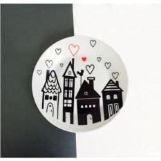 Фарфоровая тарелка Город любви