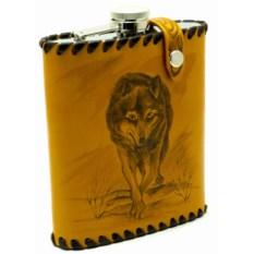 Фляга Волчица в оплетке из натуральной кожи