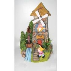 Декоративный фонтан Гномик у ветряной/водяной мельницы