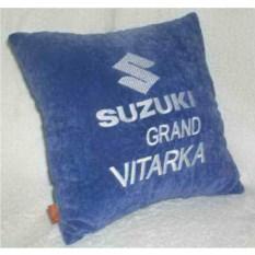 Синяя подушка с белой вышивкой Suzuki Grand Vitarka