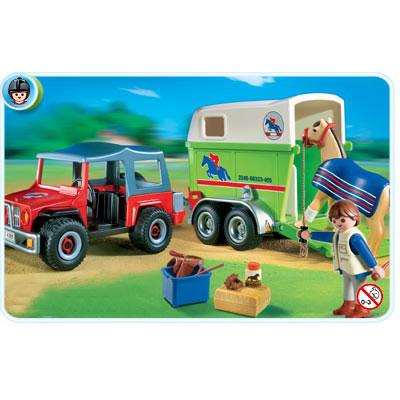 Джип с фургоном для лошадей