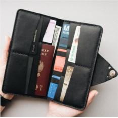 Портмоне-конверт для путешественников черного цвета