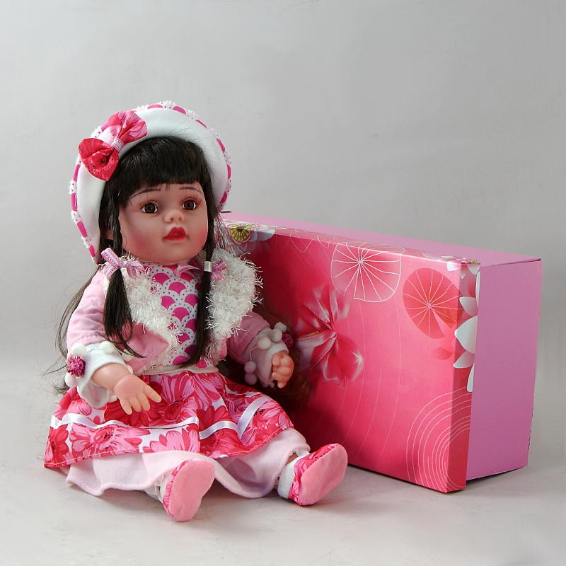 Декоративня виниловая кукла в панаме с бантиком