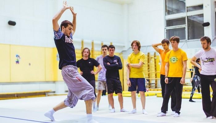 Тренировки в Школе Акробатики №1