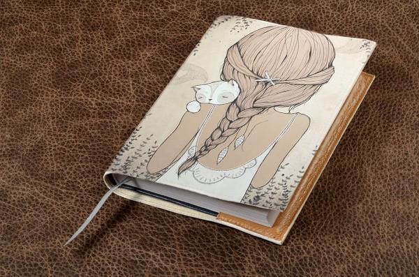 Белый кожаный ежедневник Девушка с котенком