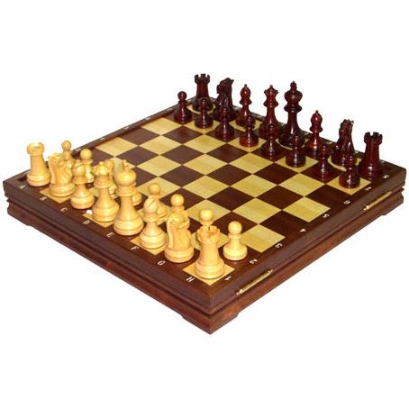 Шахматы из красного дерева