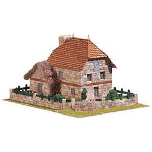 Деревенская постройка