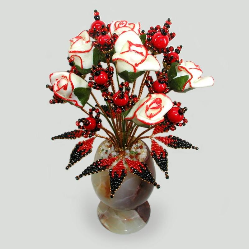 Цветок счастья из коралла в вазочке из оникса