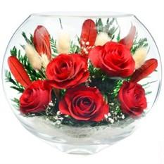 Цветы в стекле. Композиция из розовых роз