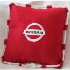 Красная подушка со шнуром Nissan
