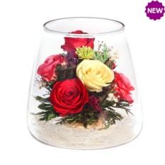 Цветы в стекле: Композиция из натуральных роз.