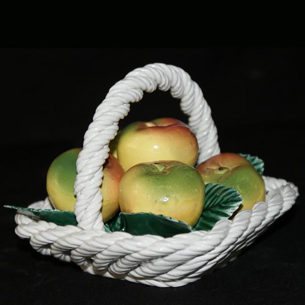 Корзина квадратная с яблоками