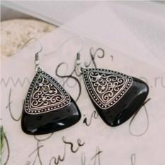 Серьги-треугольники «Завитки» с черной эмалью и кристаллами