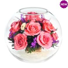 Композиция с натуральными розами в стекле