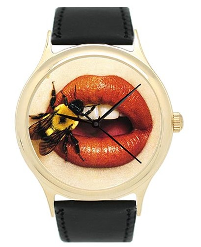 Часы Шмель на губах