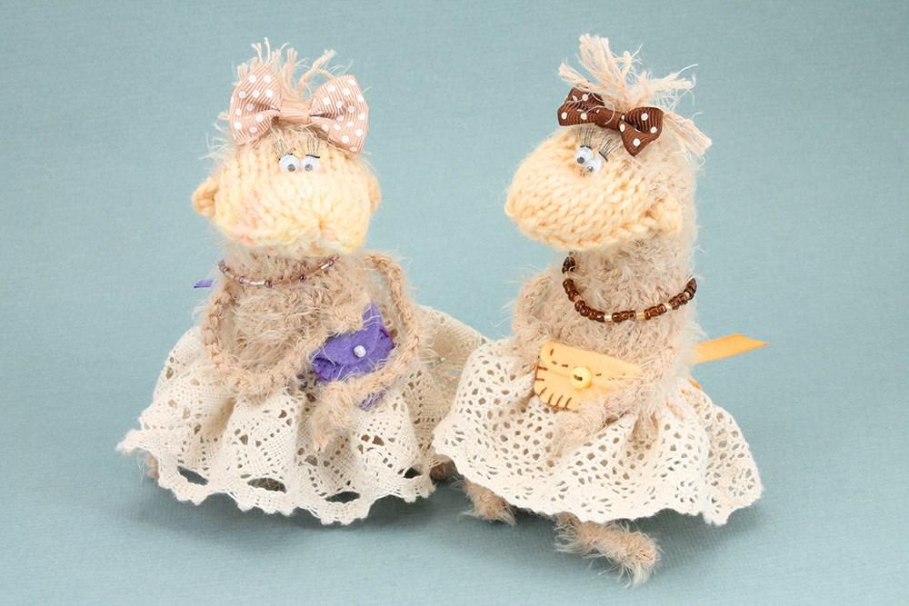 Подружки с игрушками для пары фото 117-422