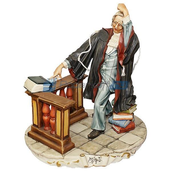 Фарфоровая статуэтка Адвокат с книгой