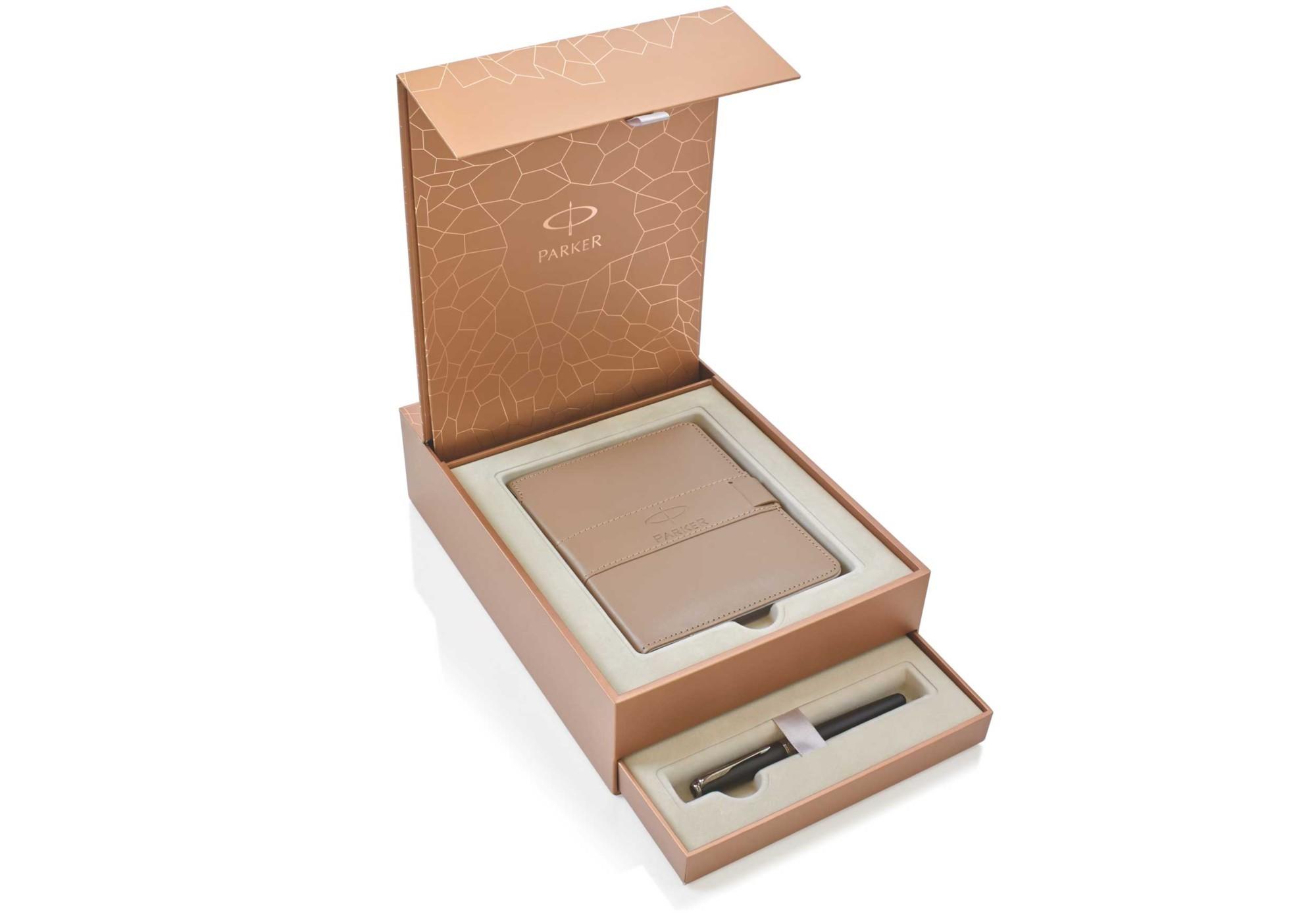 Подарочный набор из перьевой ручки Parker и записной книжки
