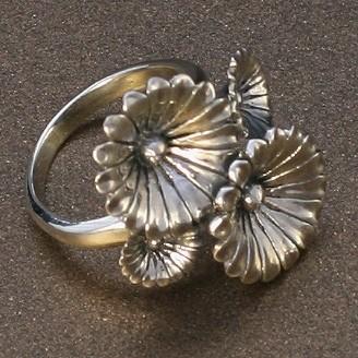 Серебряное кольцо «Четыре герберы»