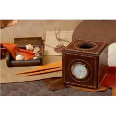 Настольные часы-подставка для ручек из кожи Куб