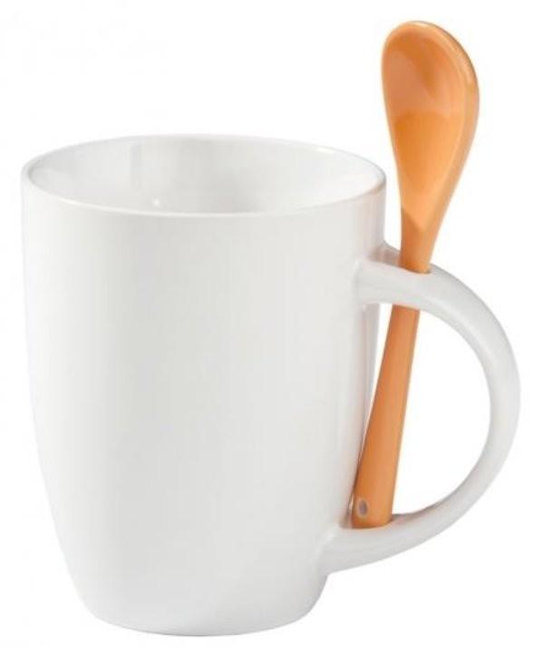 Кружка с оранжевой ложкой