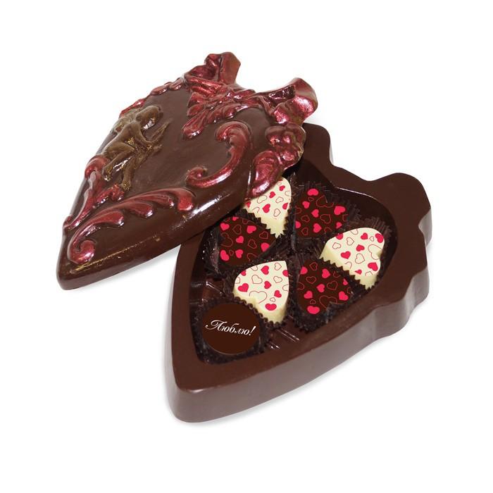 Шоколадное сердце с конфетами