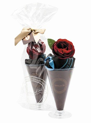 Сумка «Парфе на основе шоколада с цветком Ранункулюса»