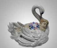 Фарфоровая статуэтка ''Мальчик на лебеде''