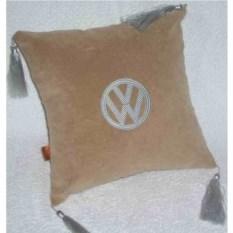 Бежевая подушка с серебряной вышивкой и кистями Volkswagen