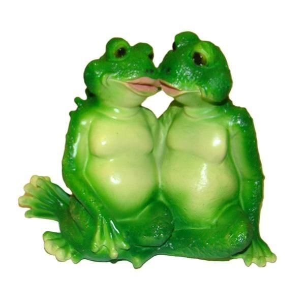 Декоративная садовая фигура Лягушки целуются