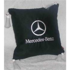 Черная подушка с белыми кистями и вышивкой Mercedes