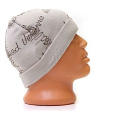 Светлая шапка с надписями Vivienne Westwood