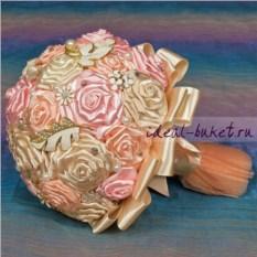 Бело-розовый брошь-букет