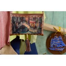 Клатч с принтом Живописный городок
