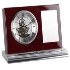 Настольные часы с шильдом