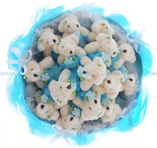 Букет из игрушек Медвежата с цветочком