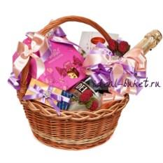 Розовая подарочная корзина Весенний комплимент