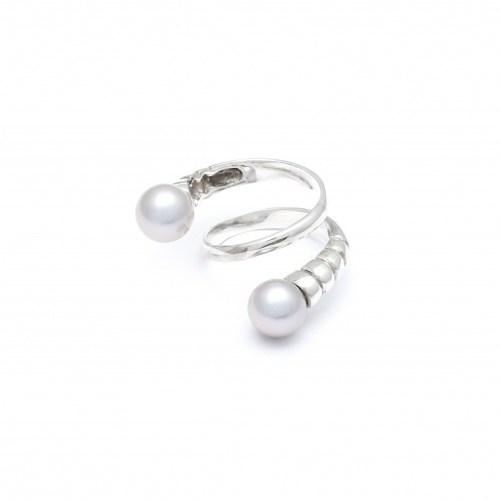 Серебряное кольцо с жемчугом в виде спирали