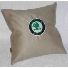 Светло-бежевая подушка Skoda
