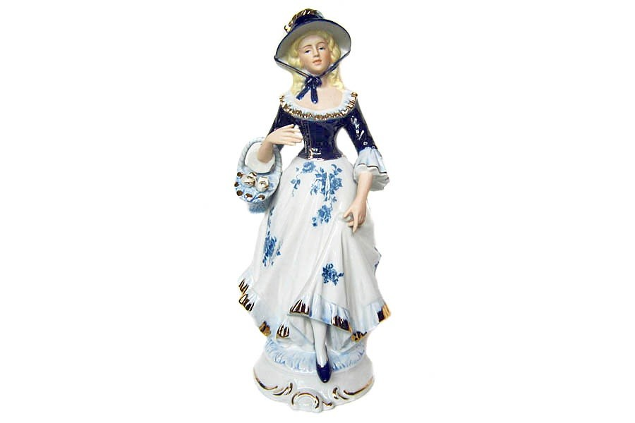Статуэтка Девушка с корзинкой