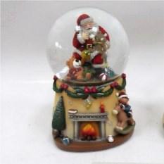 Фигурка в стеклянном шаре с генератором вьюги Дед Мороз