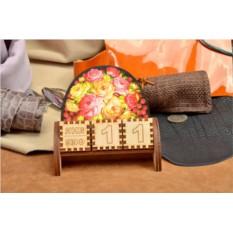 Деревянный настольный календарь с кубиками Пионы и малина