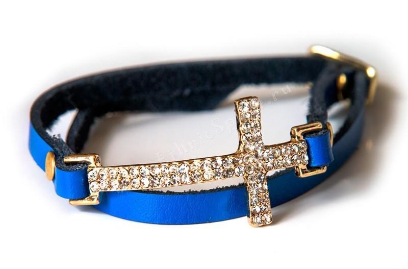 Кожаный браслет с католическим крестом со стразами