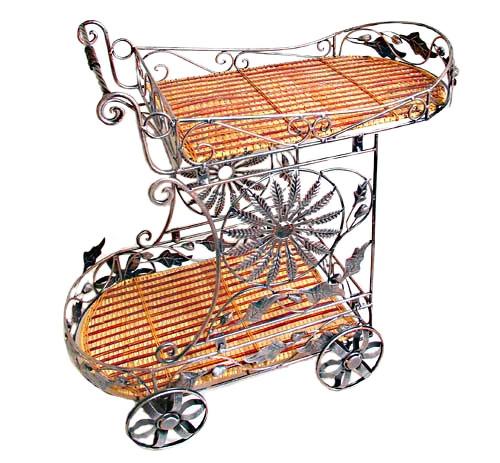 Сервировочный столик на колёсиках