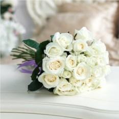 Букет из 25 белых роз Аваланш