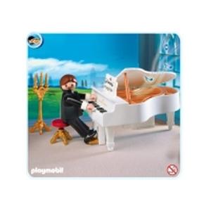 Музыкант за роялем