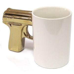 Кружка Пистолет, белая с позолоченной ручкой