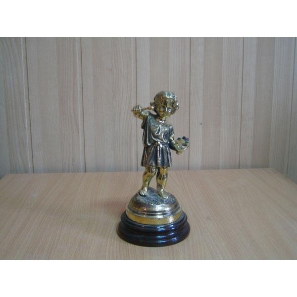 Скульптура «Мальчик-художник»