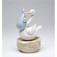 Фарфоровая статуэтка Аист с младенцем Cosmos Gift